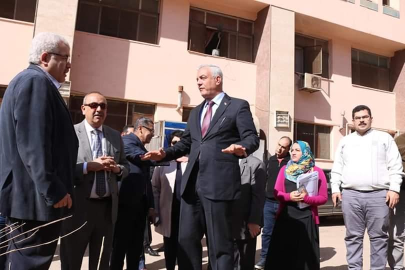 جانب من جولة رئيس جامعة المنوفية (4)