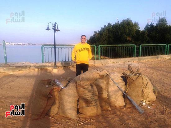 شباب بتحب مصر ينظفون شاطئ بحيرة التمساح بالإسماعيلية (10)