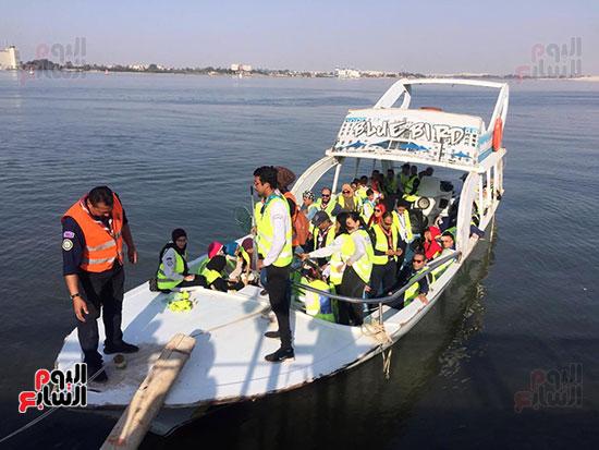 شباب بتحب مصر ينظفون شاطئ بحيرة التمساح بالإسماعيلية (16)