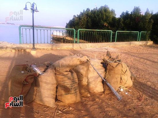 شباب بتحب مصر ينظفون شاطئ بحيرة التمساح بالإسماعيلية (14)