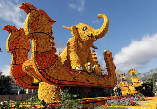 شكل فيل مصنوع من الليمون والبرتقال