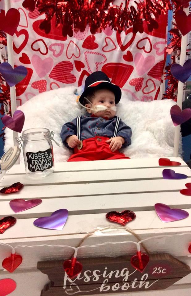 طفل مريض قلب يحتفل بالفالانتين