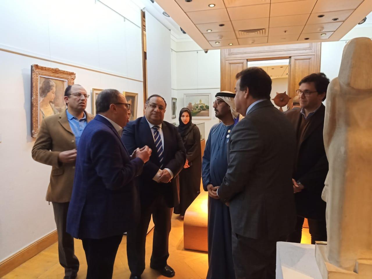وزير التعليم العالى ووزير التعليم الإماراتى فى زيارة لكلية الفنون الجميلة بالزمالك (4)