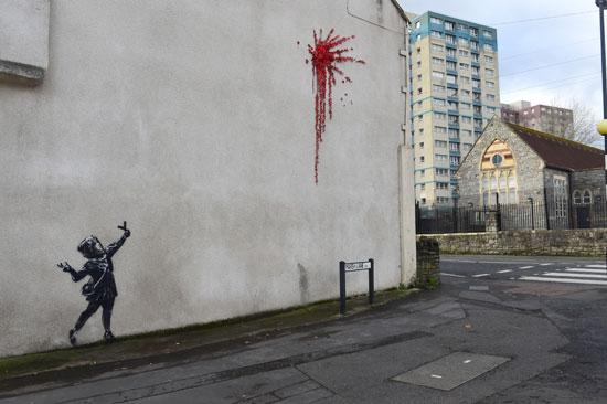 الجدارية تختلط فيها البراءة بالعنف