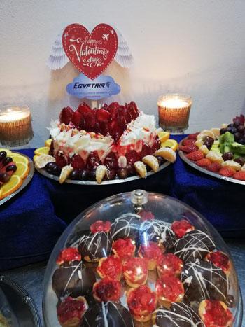 مصر للطيران تشارك المسافرين الإحتفال بعيد الحب (10)