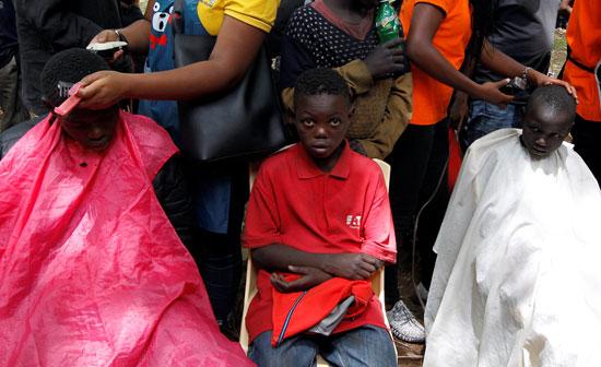 حلاقة-الأطفال-فى-كينيا