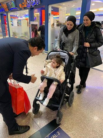 مصر للطيران تشارك المسافرين الإحتفال بعيد الحب (9)