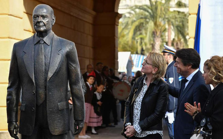 تمثال جاك شيراك