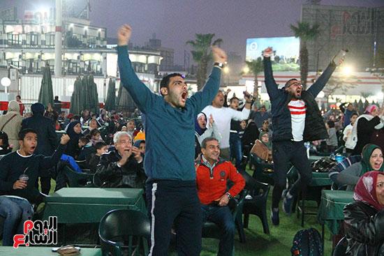 أعضاء الزمالك يتابعون مباراة السوبر الافريقي أمام الترجي (19)