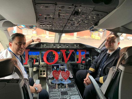 مصر للطيران تشارك المسافرين الإحتفال بعيد الحب (2)