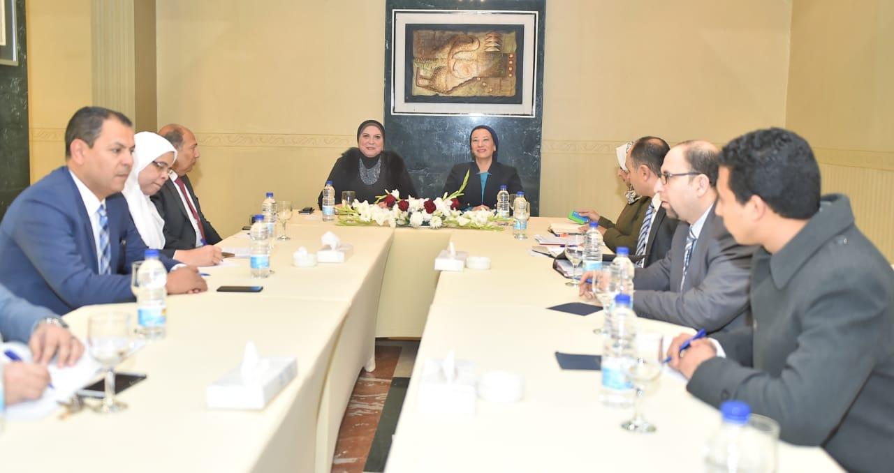 اجتماع وزارتا الصناعة والبيئة لمناقشة أزمة المخلفات الصلبة