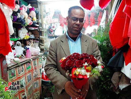أقدم بائع ورود فى عيد الحب بالشرقية (10)