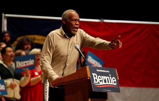 الممثل داني غلوفر يتحدث لدعم المرشح الديمقراطي