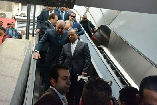اللواء محمود شعراوى وزير المحلية (4)