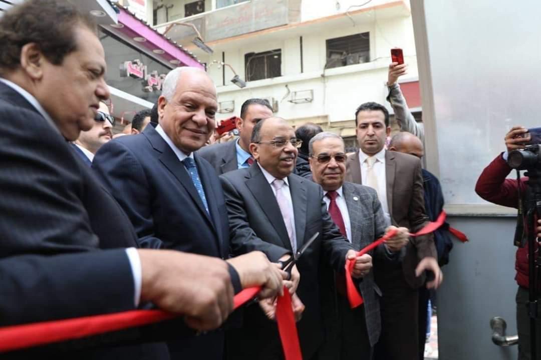 وزير التنمية المحلية ومحافظ الجيزة يفتتحان أنفاق مشاة الميدان (1)