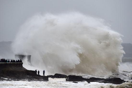 موجات كبيرة فى جنوب ويلز
