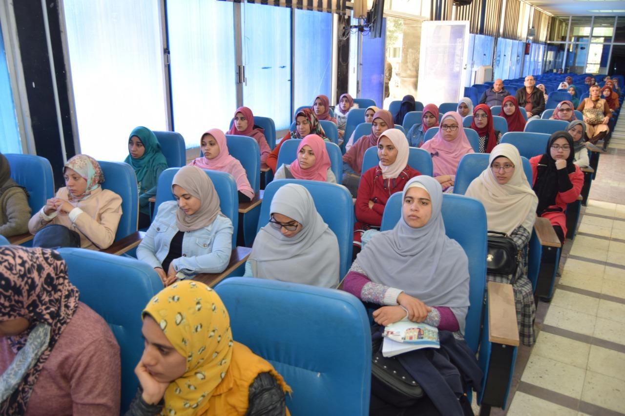 جامعة سوهاج تنظم ندوتها التوعوية الثانية عن فيروس كورونا (6)