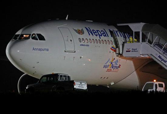 لحظة-وصول-الطائرة-النيبالية