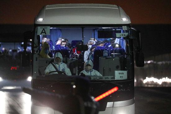 الركاب الأمريكيين داخل الأتوبيس