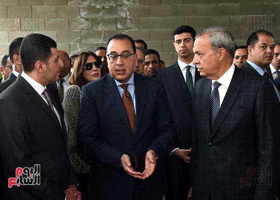 رئيس الوزراء يتفقد المنطقة الاستثمارية ببنها (15)
