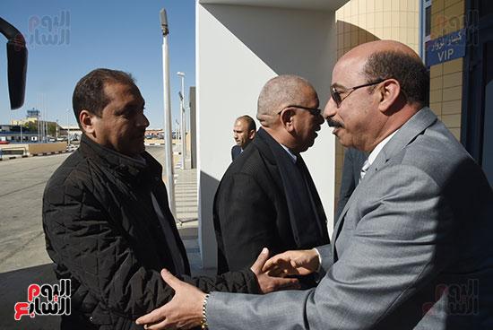 اللواء أشرف عطية، محافظ أسوان يستقبل وفد برلمانى بلجنة النقل (3)