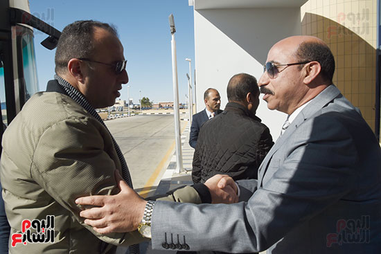 اللواء أشرف عطية، محافظ أسوان يستقبل وفد برلمانى بلجنة النقل (4)