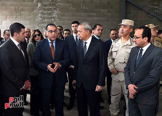 رئيس الوزراء يتفقد المنطقة الاستثمارية ببنها (14)