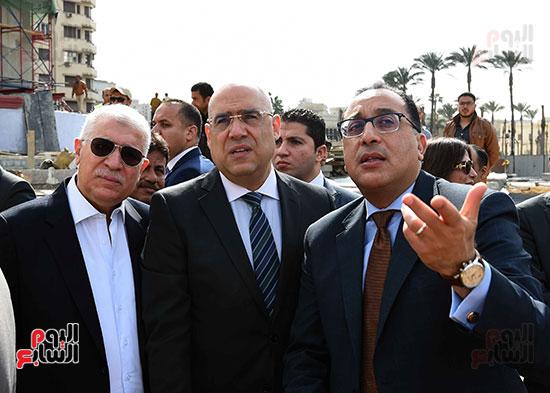 جولة رئيس الوزراء فى ميدان التحرير (11)