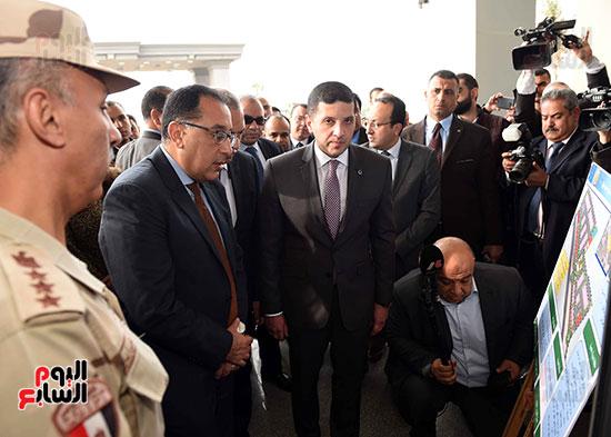 رئيس الوزراء يتفقد المنطقة الاستثمارية ببنها (7)