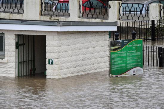 مراحيض غمرتها المياه فى تاف ويلز