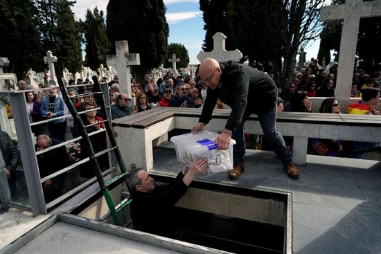 دفن من قُتلوا على يد قوات الدكتاتور الإسباني الراحل فرانسيسكو فرانكو فى بلد الوليد