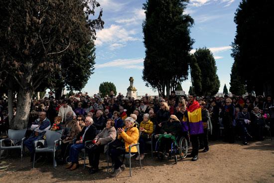 مراسم دفن 245 شخصًا قُتلوا على يد قوات الدكتاتور الإسبانى الراحل فرانسيسكو فرانكو