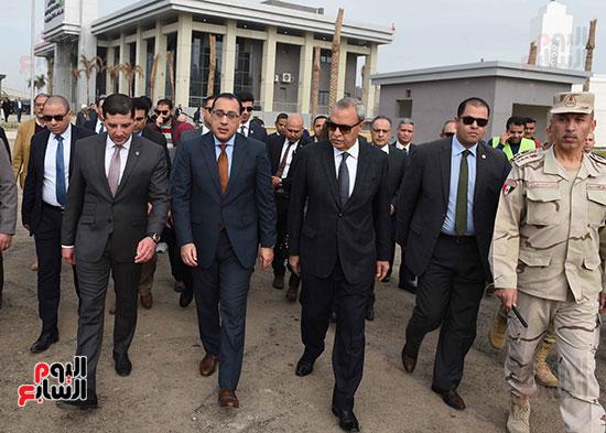 رئيس الوزراء يتفقد المنطقة الاستثمارية ببنها (11)