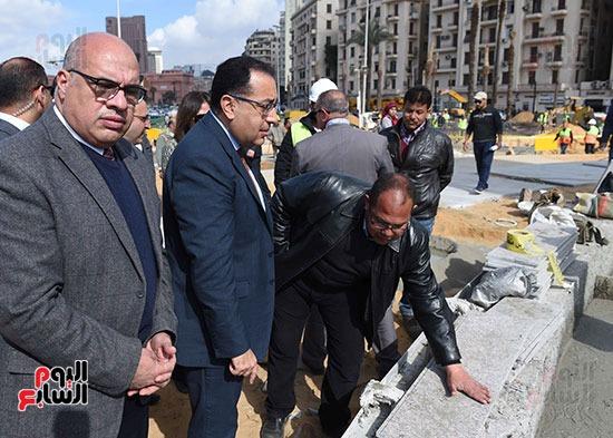 رئيس الوزراء يتفقد ميدان التحرير