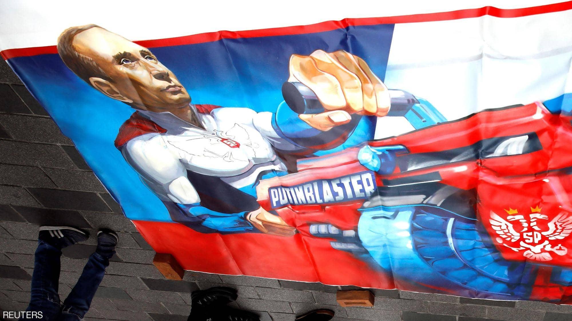 بوتن يظهر كبطل خارق في اللوحات بمدينة إسطنبول التركية