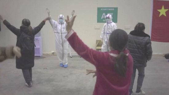 رقص-المرضى-مع-الأطباء