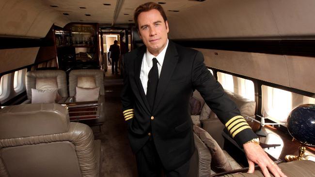 جون ترافولتا بزي الطيار