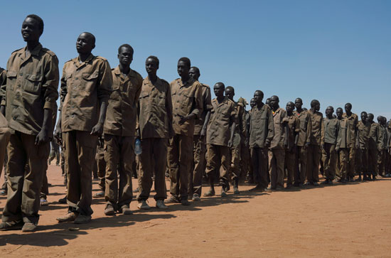 الجنود يصطفون فى موقع التدريب