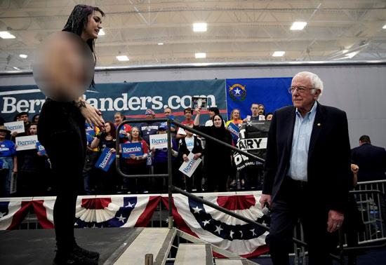 فتاة تهاجم السيناتور بيرنى ساندرز