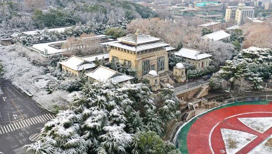 الثلوج-تبدو-أمرا-غير-اعتياديا-فى-المدينة-الصينية-فى-الوقت-الراهن