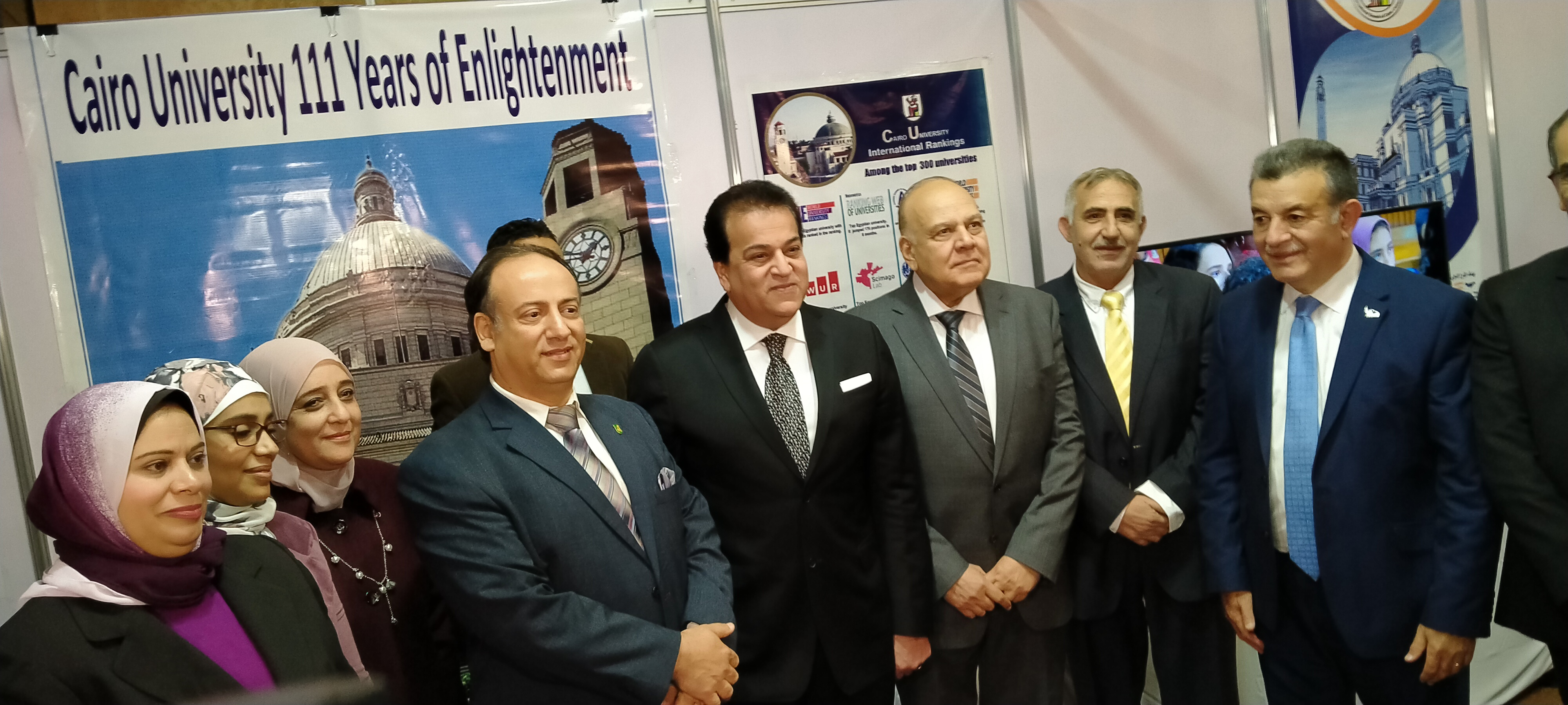وزير التعليم العالى يتفقد معرض الجامعات بالملتقى الدولى السادس التعليم  (10)