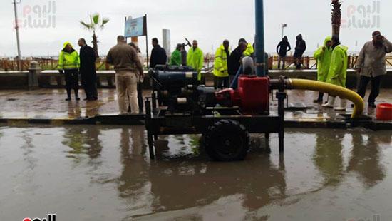 أمطار خفيفة وانخفاض درجات الحرارة فى الإسكندرية (12)