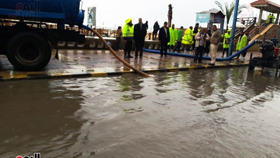 أمطار خفيفة وانخفاض درجات الحرارة فى الإسكندرية (14)