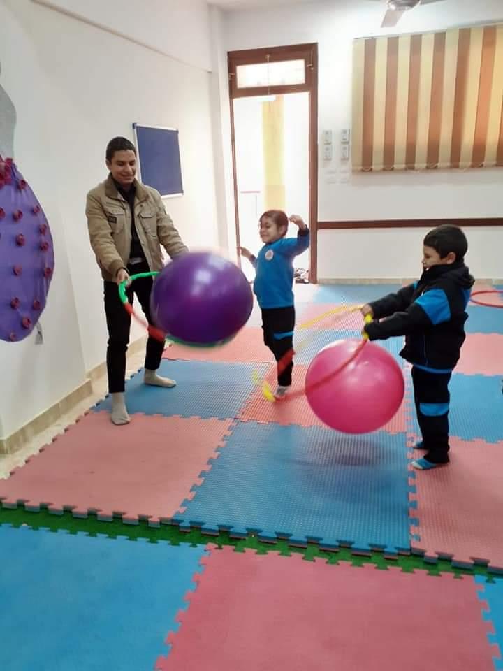 طلاب المدارس اليابانية يتعلمون من خلال اللعب كأحد أنشطة التوكاتسو (1)