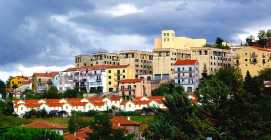 بلدة-تيورا-الإيطالية