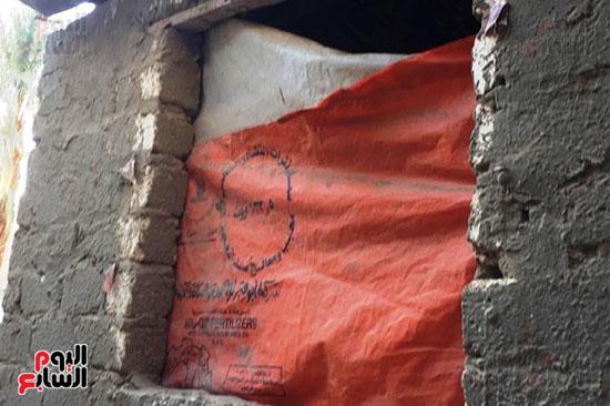 أسرة بسوهاج تطالب بإعادة بناء منزلهم (2)