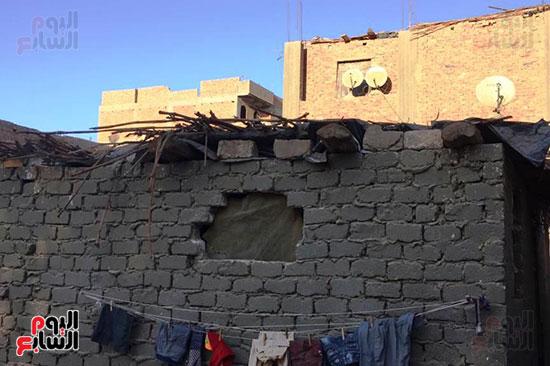 أسرة بسوهاج تطالب بإعادة بناء منزلهم (4)