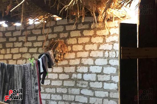 أسرة بسوهاج تطالب بإعادة بناء منزلهم (10)