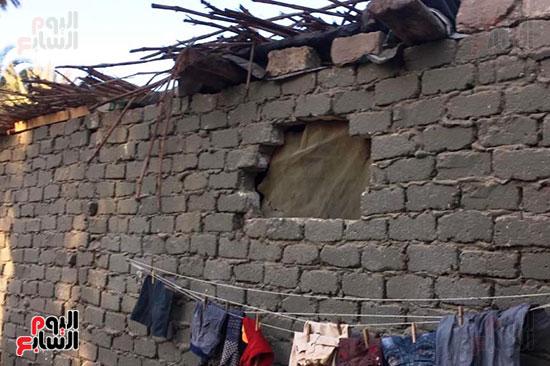 أسرة بسوهاج تطالب بإعادة بناء منزلهم (1)