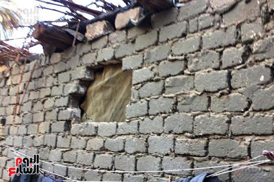 أسرة بسوهاج تطالب بإعادة بناء منزلهم (6)